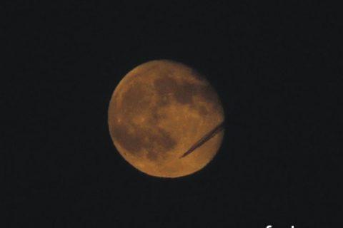 Странен обект при снимки на Луната